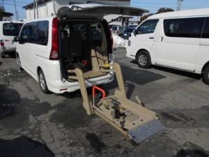 セレナ福祉車両-03